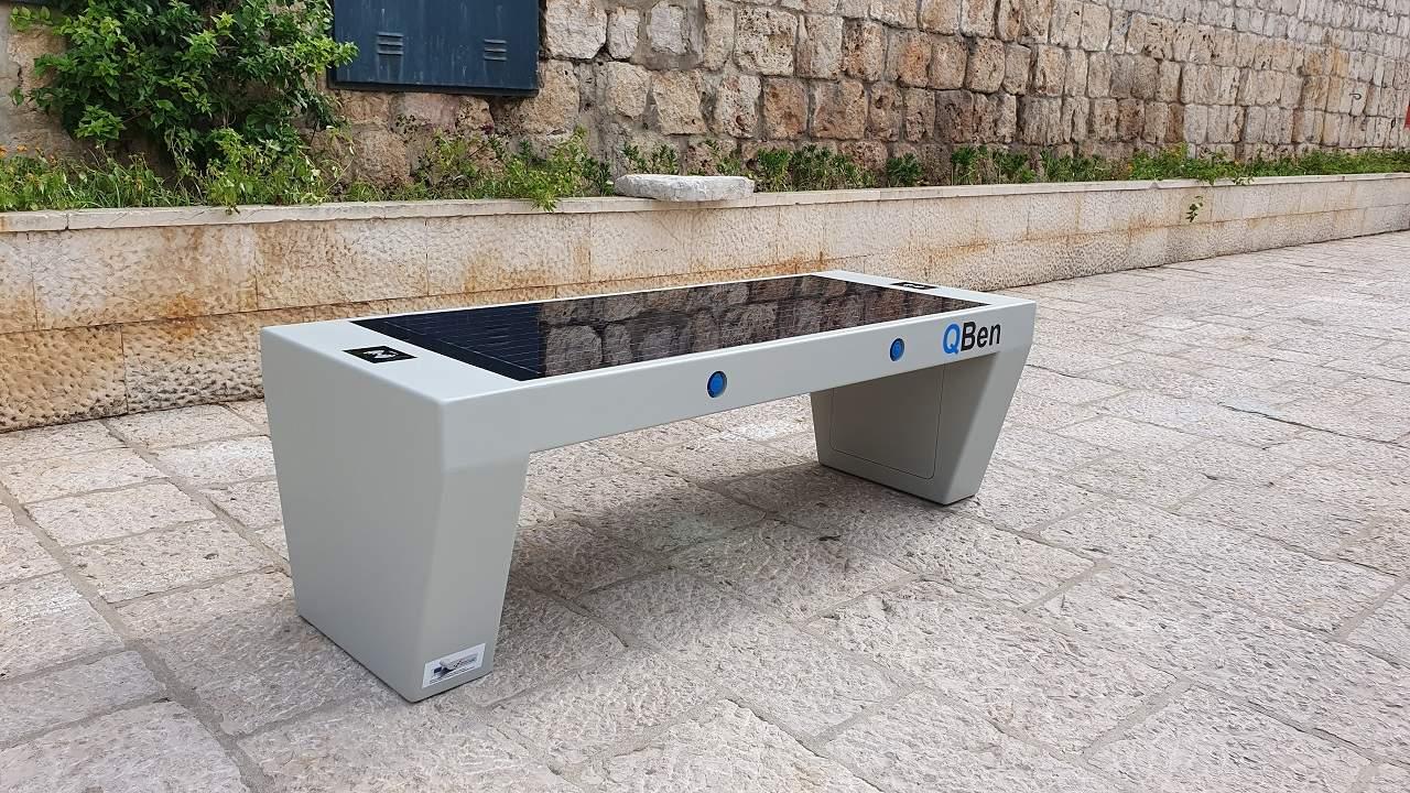 Pametna klupa QBen Silver na ulici u Dubrovniku