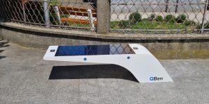 Jedna od postavljenih QBen Wave pametnih klupa u Novigradu